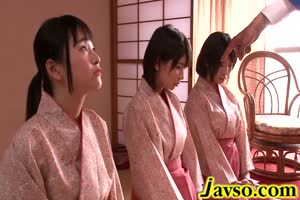 Kimono girl turns oral sex